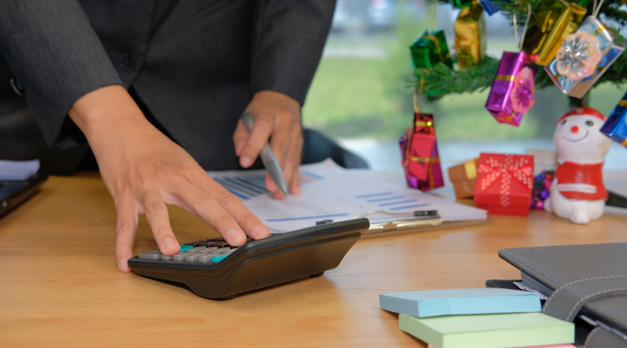 5 Tips for Creating & Sticking to a Budget During the Holidays